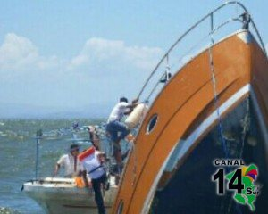 Esta fotografía tomada del sitio web www.elnuevodiario.com.ni muestra la panga donde murieron 13 costarricenses