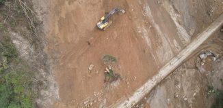 La caída del material es persistente en la ruta Nacional N.2, kilómetro 105 por lo que se recomienda precaución.